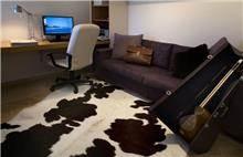 חדר עבודה בתכנון ועיצוב סטודיו פרטים. צילום: שי אפשטיין.