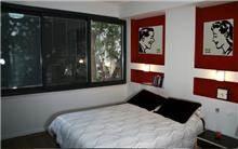 דירה בשד' רוטשילד, ת''א. חדר שינה - סטודיו פרטים. צילום: אבישי פינקלשטיין