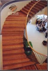 מדרגות עץ דובדבן