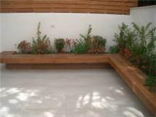 אדנית בנויה במקום מצופה בעץ, לפי עיצוב א