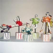פסל רוקדות בגדול 2