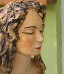 פסל אישה במדיטציה 3