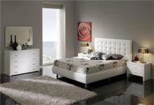 מיטה מעוצבת לבנה