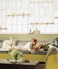 וילון רומי לבן עם ריפוד ספה וכרית