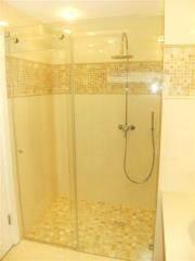 מקלחון זכוכית לאמבטיה