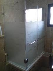 מקלחון זכוכית שקופה