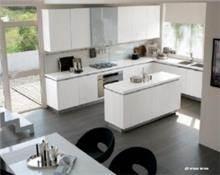 מטבח מודרני אפור לבן