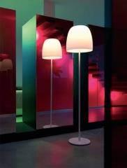 מנורת עמידה בסגנון מעוגל