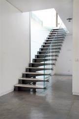 מדרגות מתכת בשילוב שיש - קו נבון