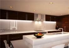 חיפוי לבן לקיר המטבח