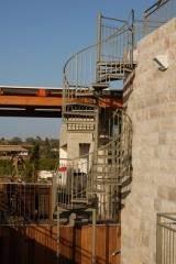 מדרגות חוץ לולייניות - קו נבון