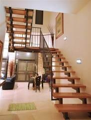 מדרגות מעץ בוק - קו נבון