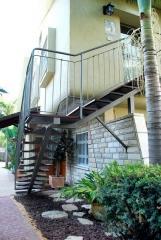 מדרגות חוץ מעץ איפאה - קו נבון