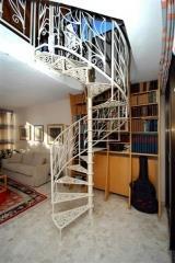 מדרגות לולייניות בעיצוב מיוחד - קו נבון