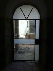 דלת כניסה לבניין  לשימור