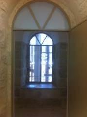 חלון ודלת קשתיים