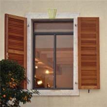 חלון בלגי בשילוב תריסי עץ