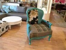 כורסא כחולה - Treemium - חלומות בעץ מלא