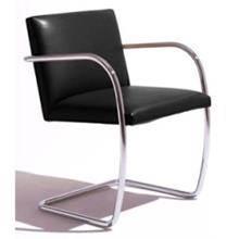 כסא שחור לחדר עבודה
