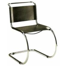 כסא עם רגליים מעוגלות