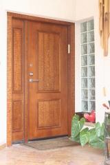דלת עץ מעוצבת