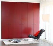 ארון קיר בגוון אדום