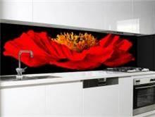 אריחי זכוכית שחורים בהדפס פרח אדום