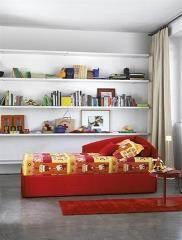 מיטת יחיד אדומה