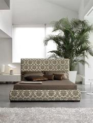 מיטה זוגית בגווני חום