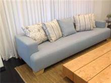 ספה אפורה תלת מושבית