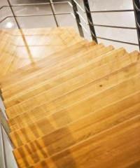 חיפוי מעץ למדרגות
