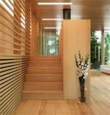 מדרגות עץ לבית
