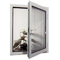 חלון פתיחה כנף אחת עם צלון בין זכוכית כפ