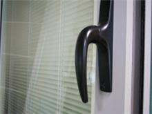 דלת הזזה למפתחים גדולים