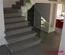 מדרגות פורצלן אפורות