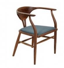 כסא מרופד מעץ אגוז