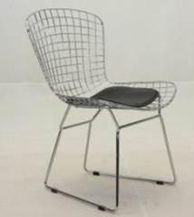 כסא מתכת שחור