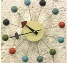 שעון קיר כדורים