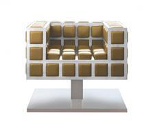 כורסא לבנה-מוזהבת