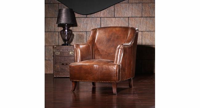 כורסא מעוצבת בצבע חום