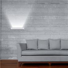 גוף תאורה מלבני לקיר - שקע ותקע