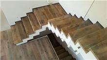 מדרגות עץ דגם רום - אומנות הפורצלן