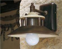 מנורת קיר לחזית הבית