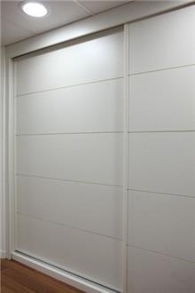 ארון לבן גדול - בית אומנות העץ