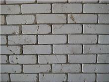 בריקים צרים לקיר