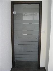 דלת מעוטרת לבית