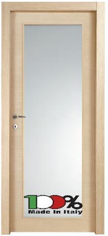 דלת עץ עם צוהר