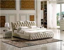 מיטה דמוי עור בצבע קרם