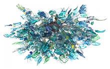 מנורה מעוצבת פרחים בצבע ים