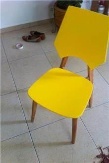 כסא בסגנון רטרו